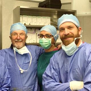 http://www.internationalherniacare.com/wp-content/uploads/2015/11/chirurgia-320x320.png
